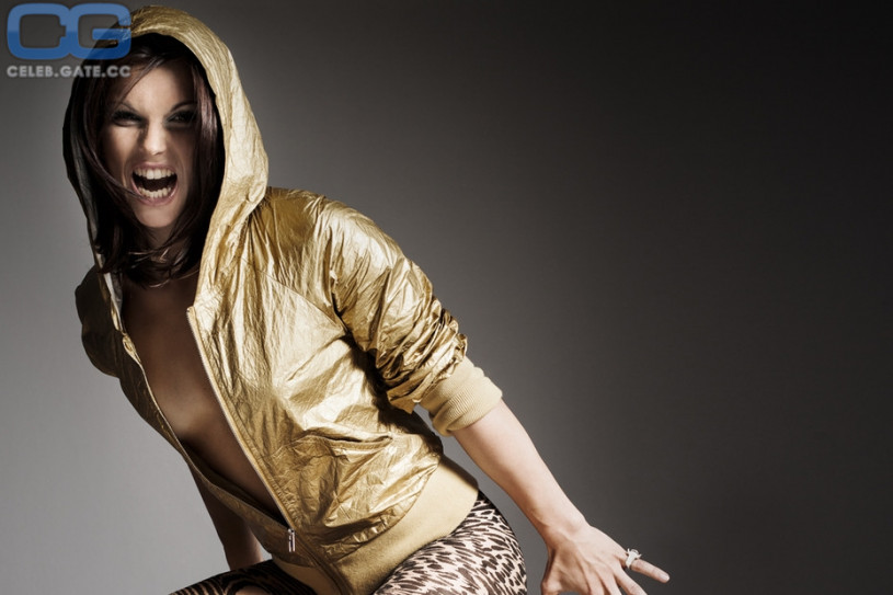 Nackte Adrianne Curry in Americas Next Top Model