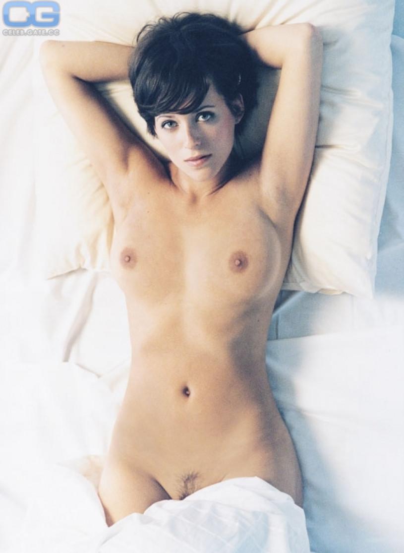Heiße Blondine Sarah zieht sich nackt aus und