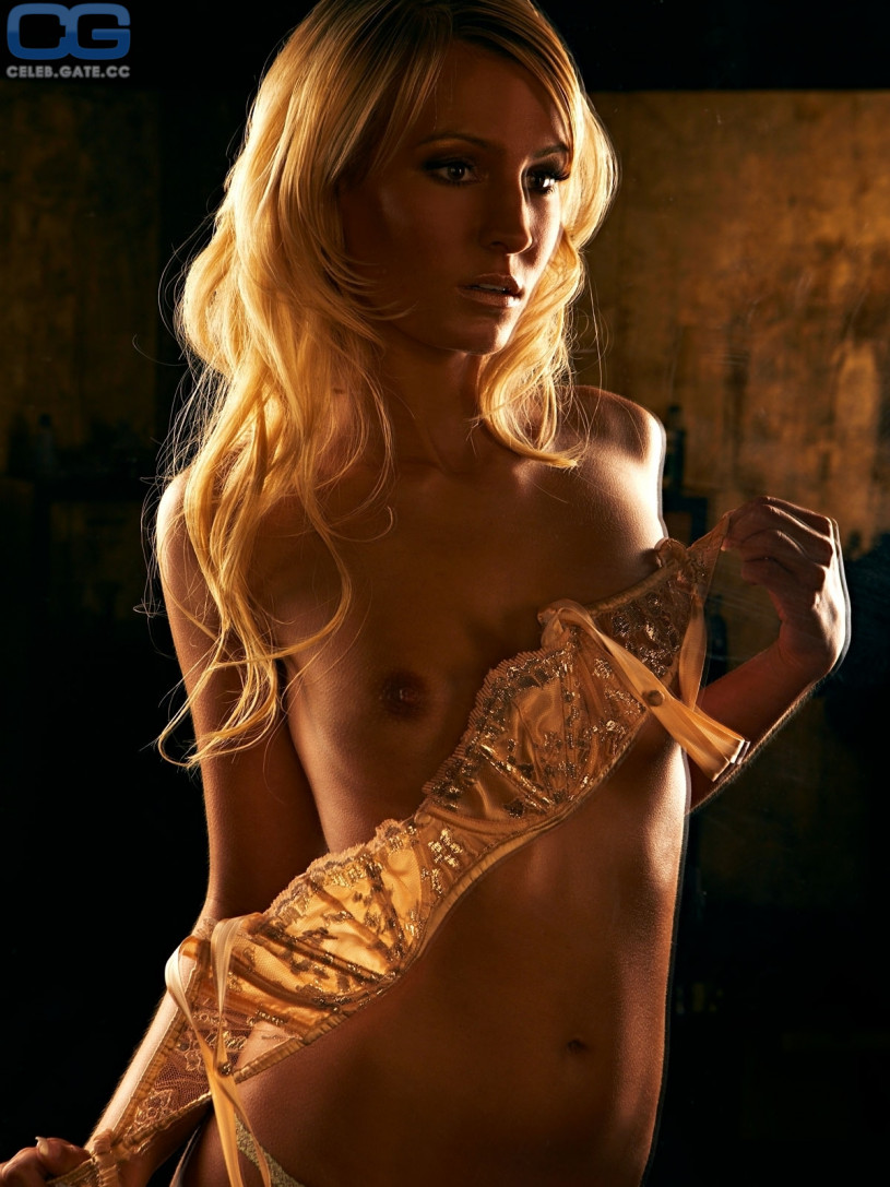 Athlete woman nude