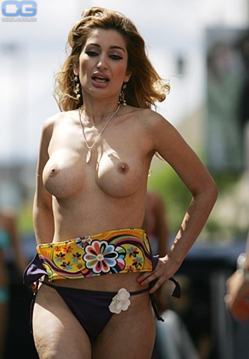 Sexy nude golf caddys