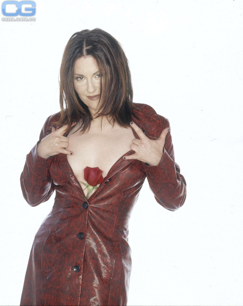 nude-pictures-of-megan-mullally