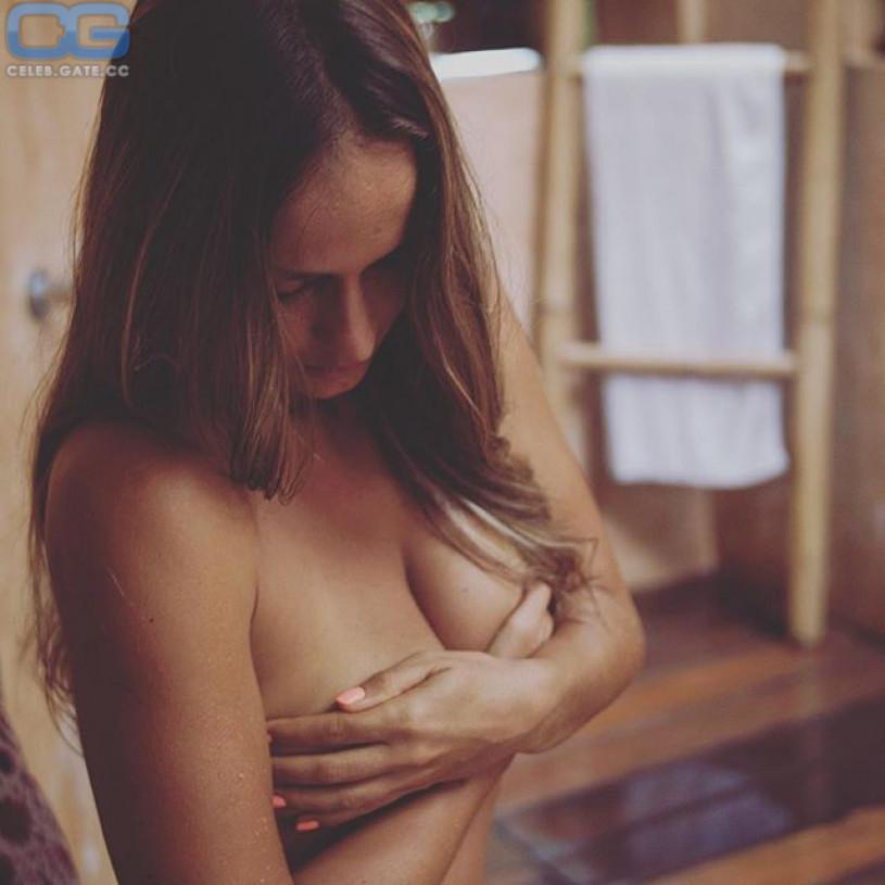 Nude photo exchange
