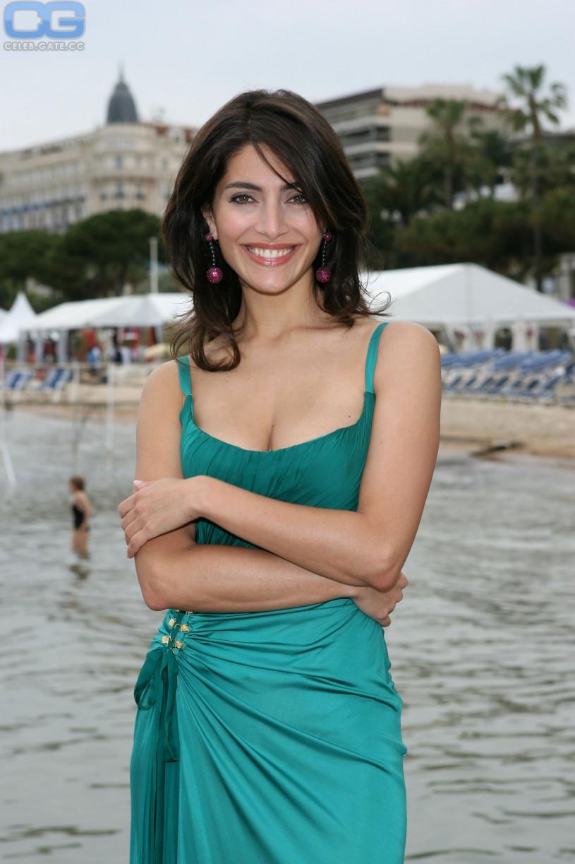 Caterina Murino nackt, Oben ohne Bilder, Playboy Fotos