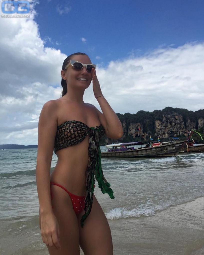 Alexandra stan nackt