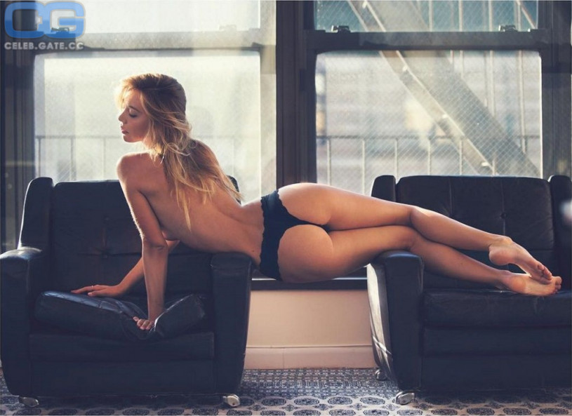 Alexis Ren ass string