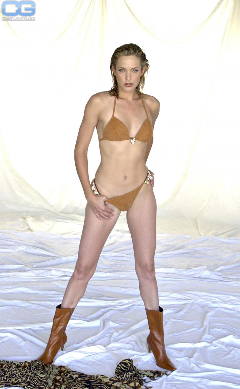 Arianne zuker bikini