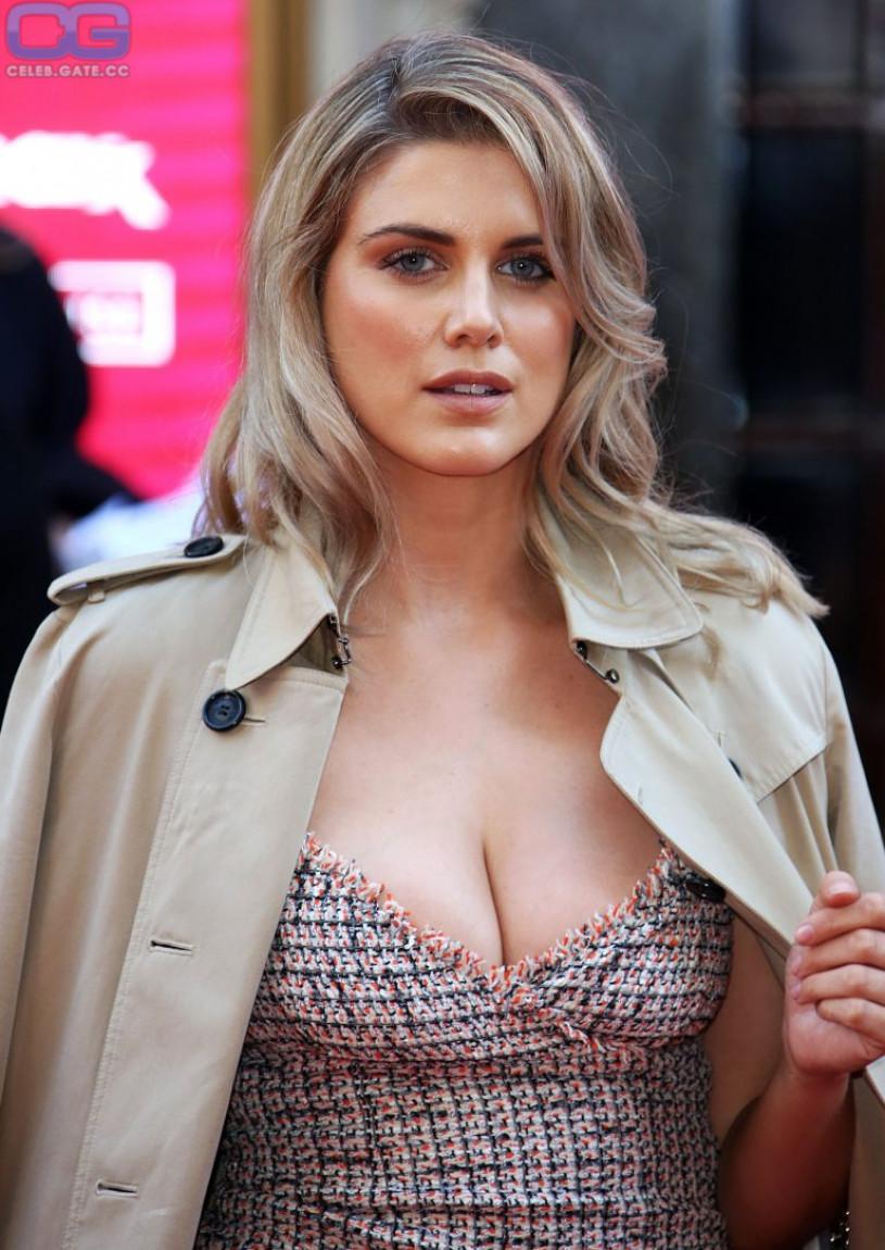 CelebGate Ashley Benson Cleavage - 7 Photos nudes (53 photo)