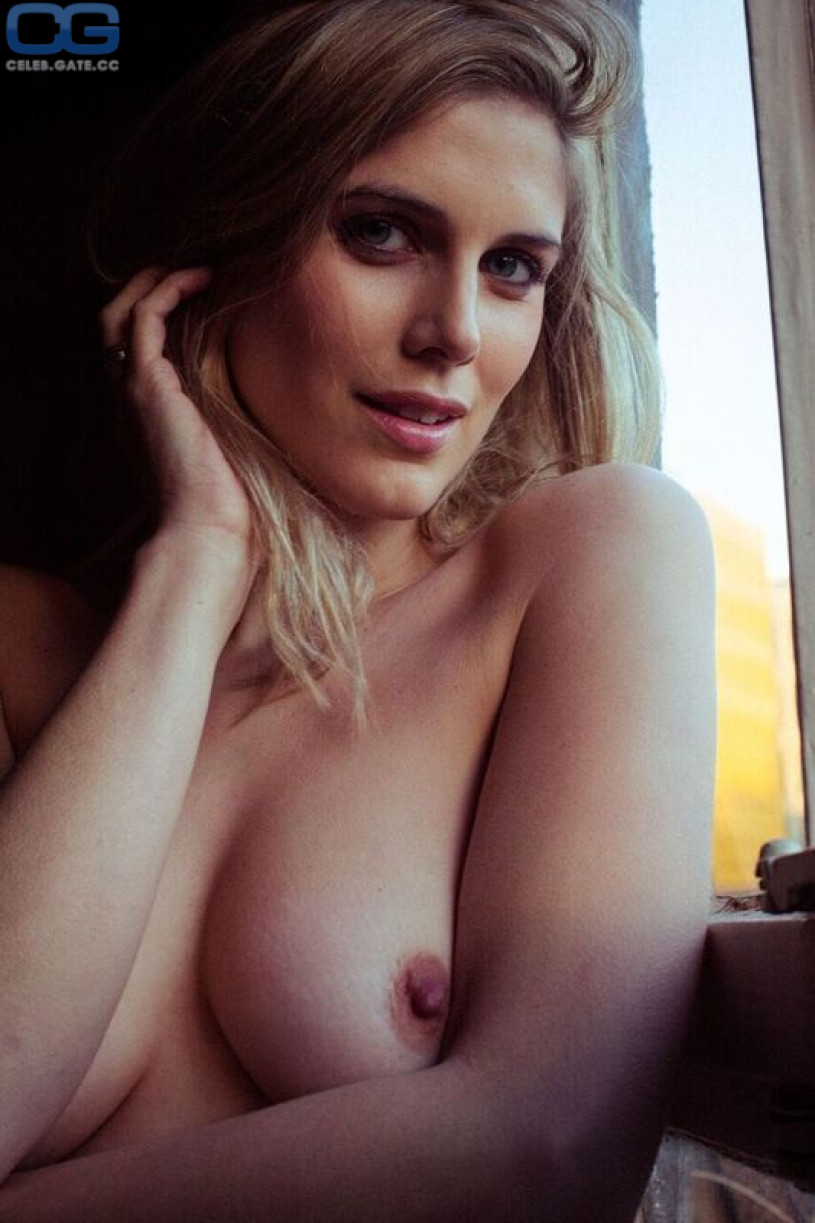 Hot blonde nude selfies