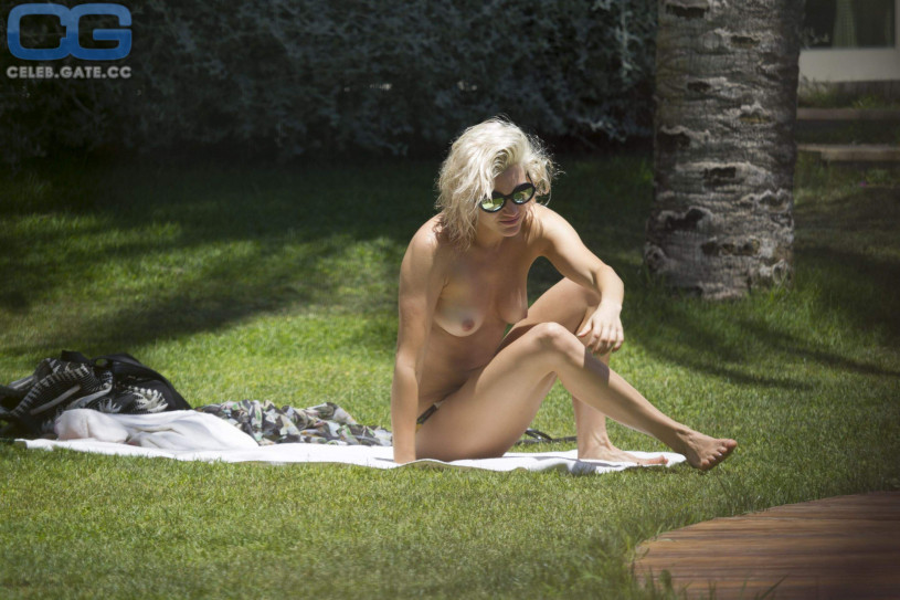 ashley roberts nue