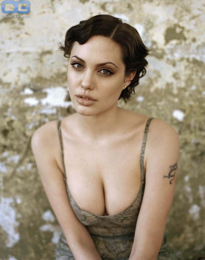 jolie topless Angelina