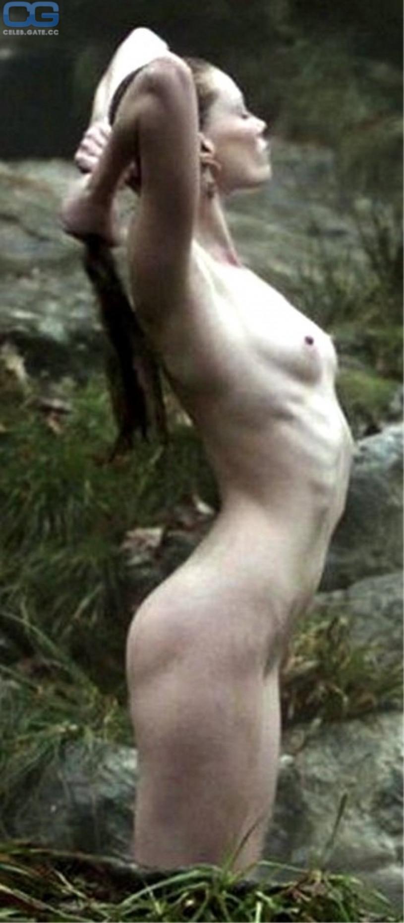 sutherland nude Alyssa