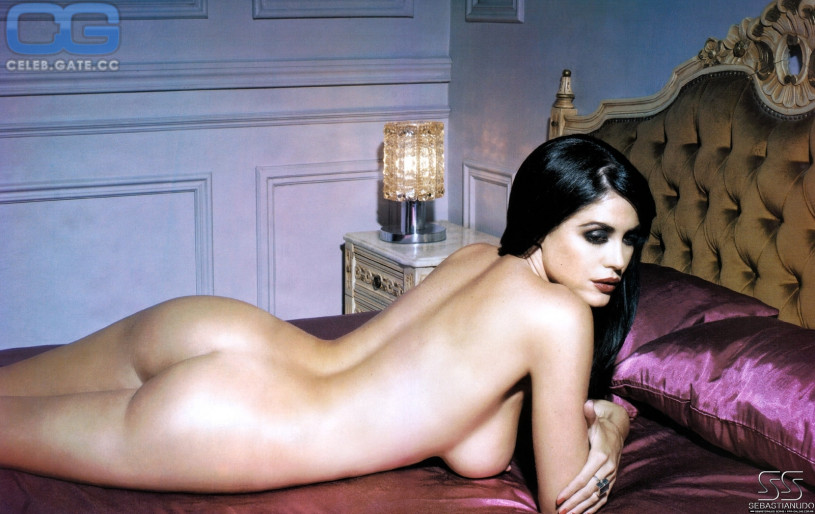 Nude girls playing with clits