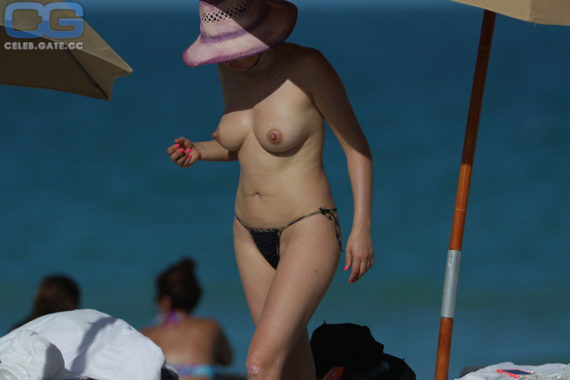 Bleona Qereti Nude Topless nude (34 photos), Cleavage Celebrites picture