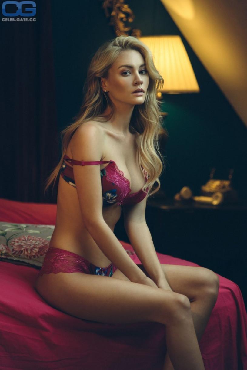 Bryana Holly hot