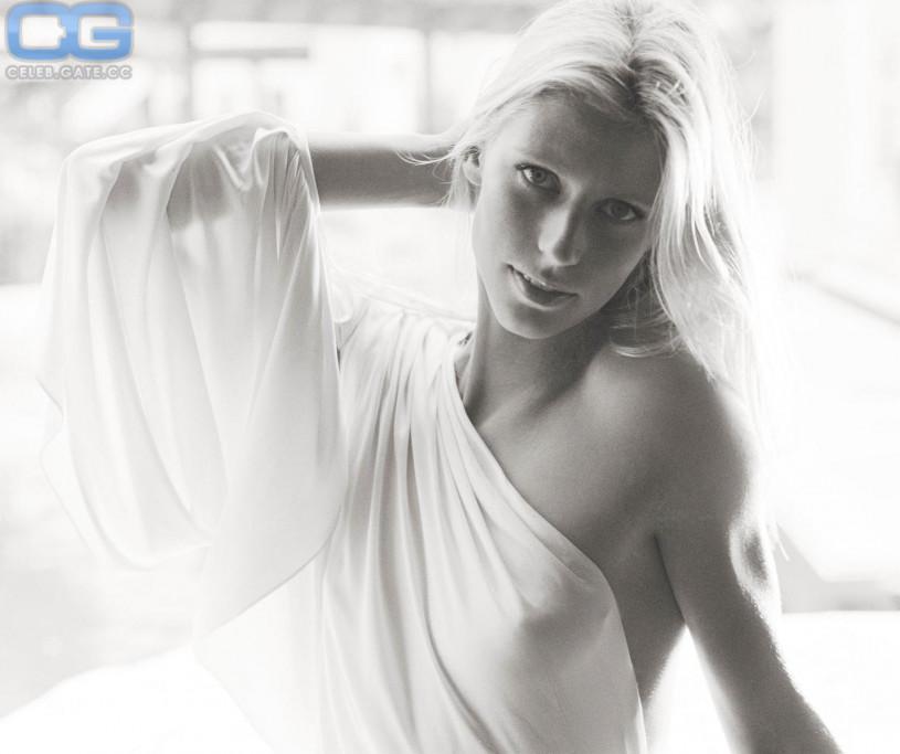 Hot girl nude scene