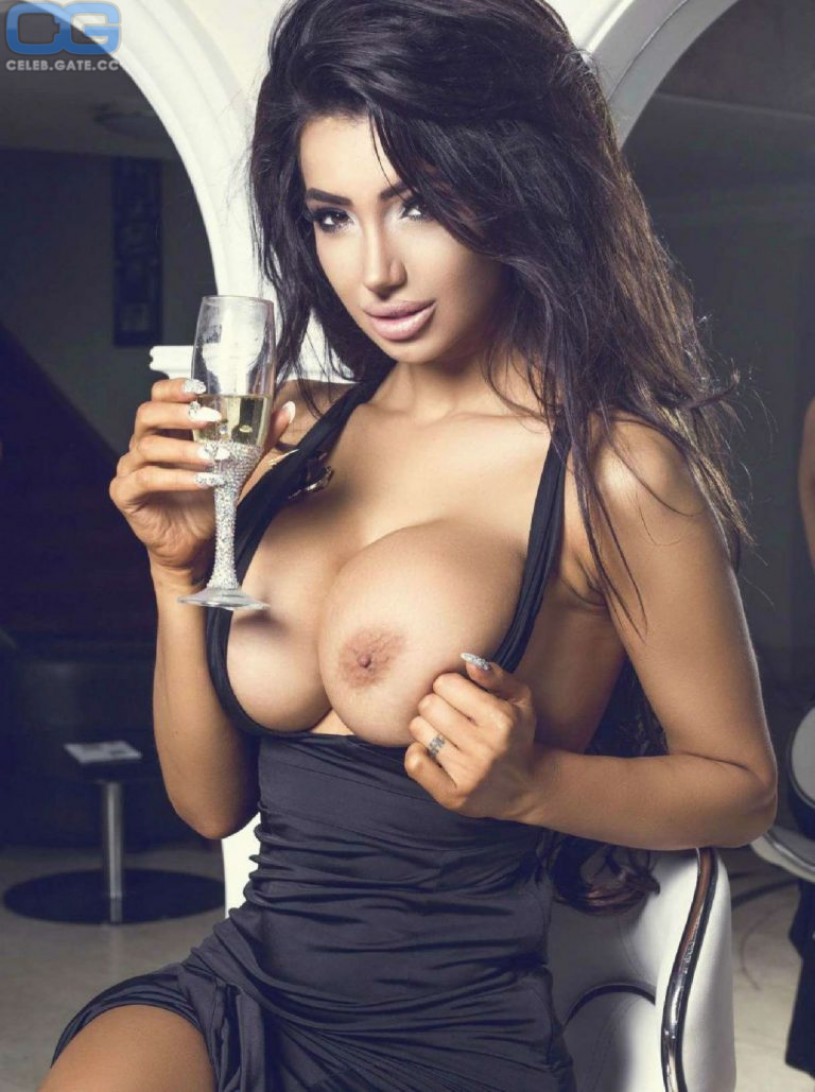 http://celeb.gate.cc/media/cache/original/upload/c/h/chloe-khan-nackt-im-playboy-67443.jpeg