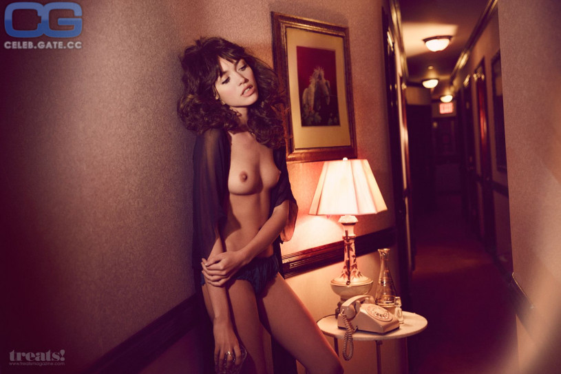 Cora Keegan Sexy Topless