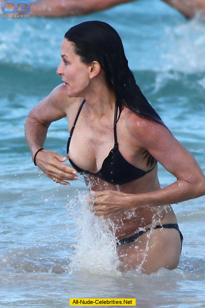 Right! Courtney cox topless