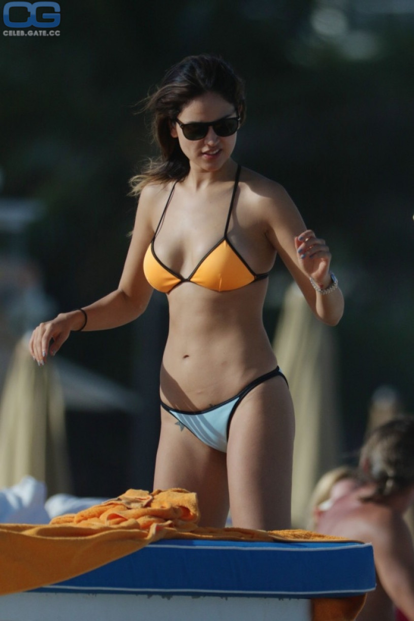 Hot naked eiza gonsalez girl fart