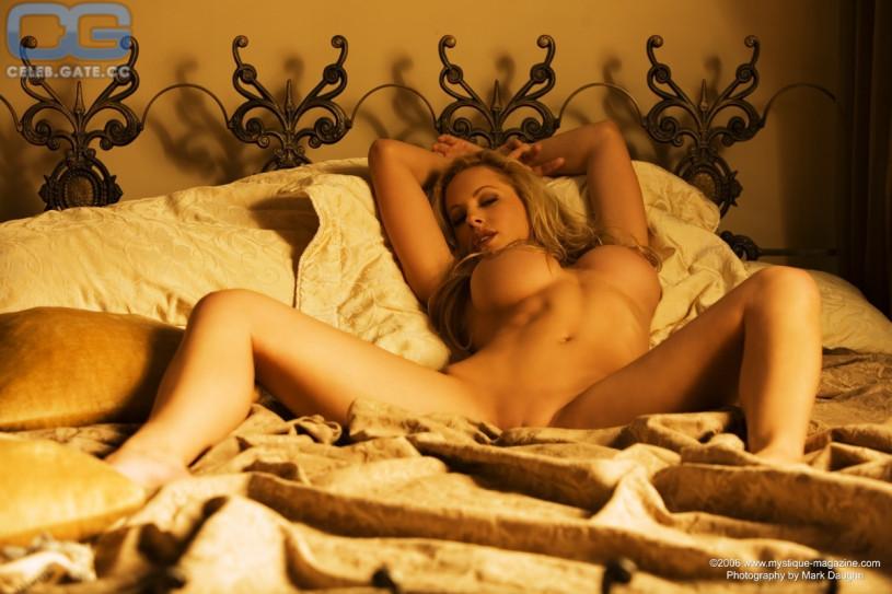 divani-rae-nude-big-tits-xxx-stars