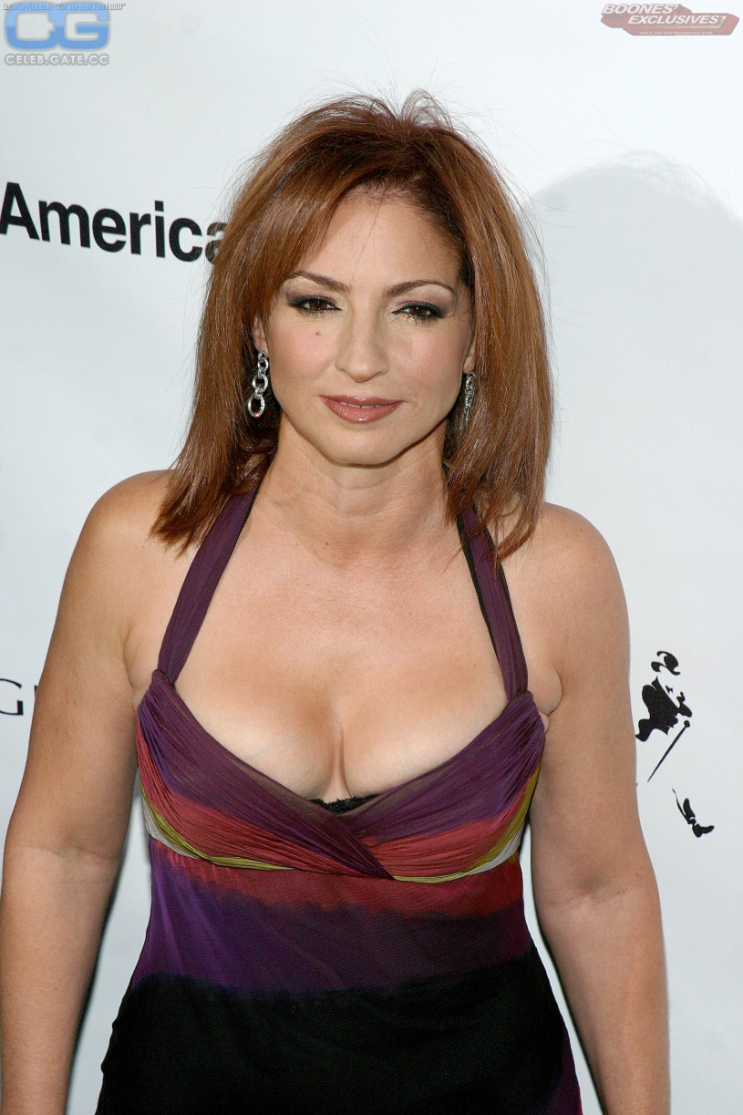 Gloria estefan naked