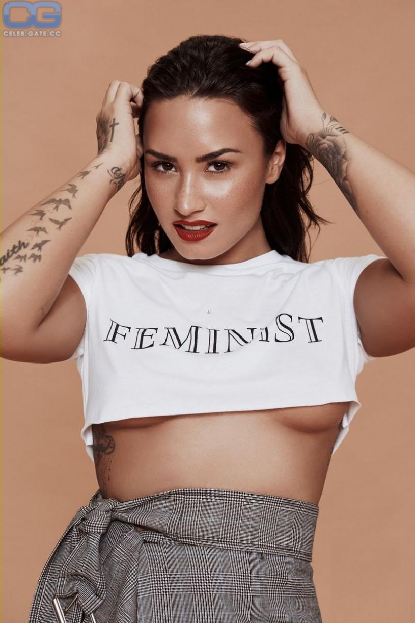 Demi Lovato underboob