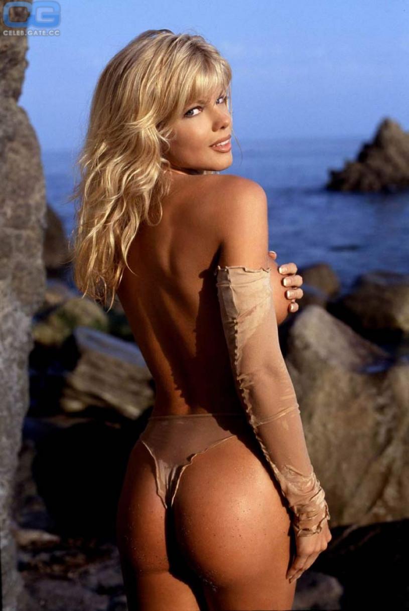 Donna D'Errico nackt im playboy