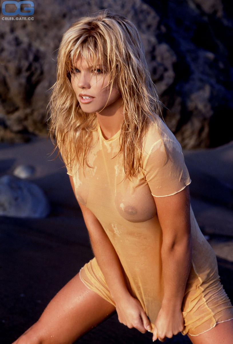 Donna D'Errico naked