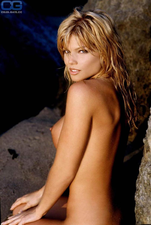 Donna D'Errico topless