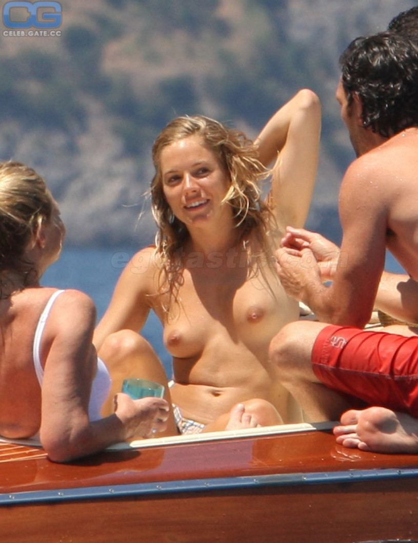 Jennifer love hewitt excited nipples