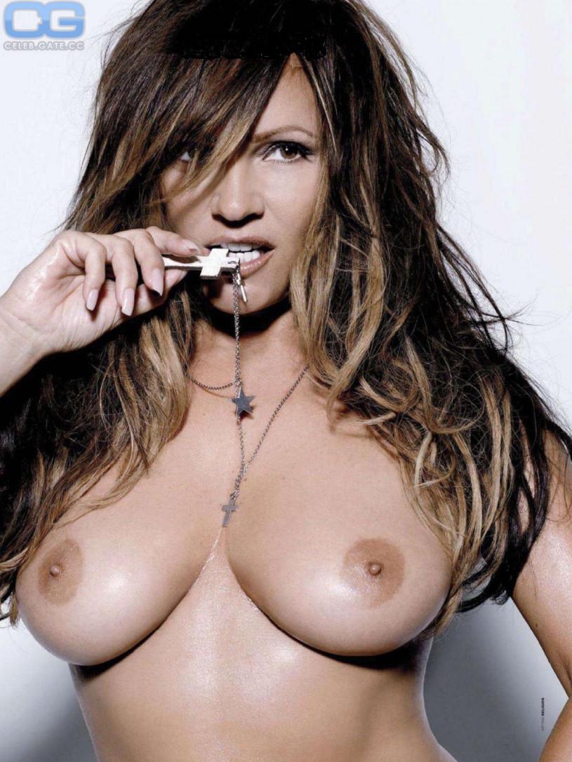 Georgie Thompson Nude Fakes