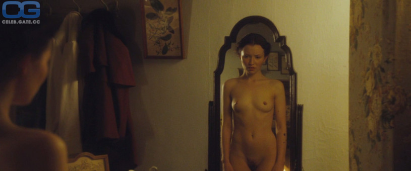 Emily Browning leaked nudes