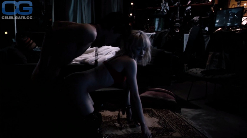 Emily Browning sex scene