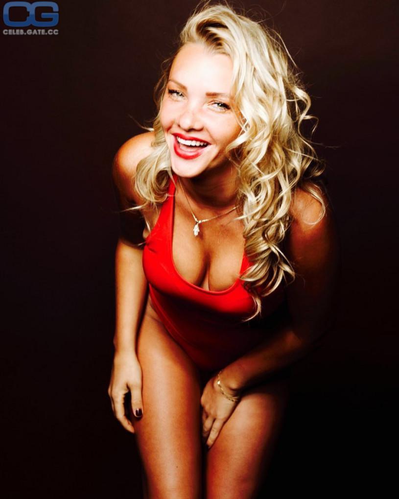 Evelyn burdecki nude