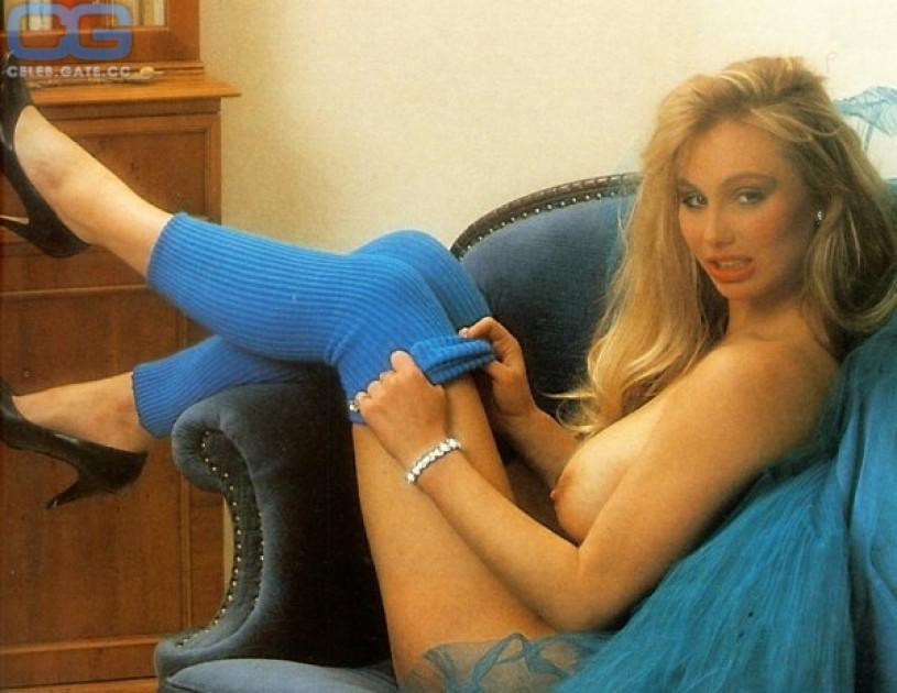 Dolly Dollar Nude