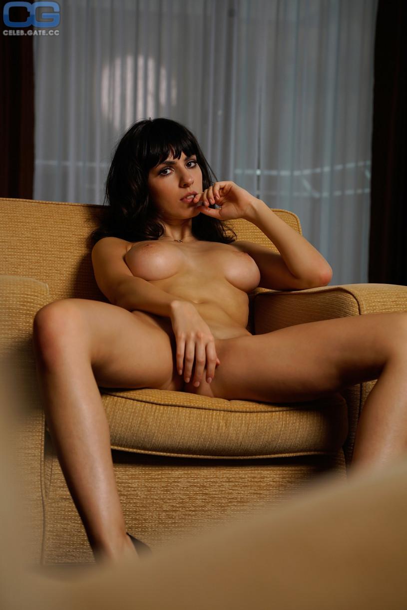 Beverley Mitchell nackt Nacktbilder & Videos, Sextape