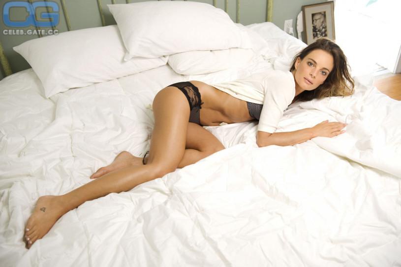 Gabrielle anwar naked bed photos 22