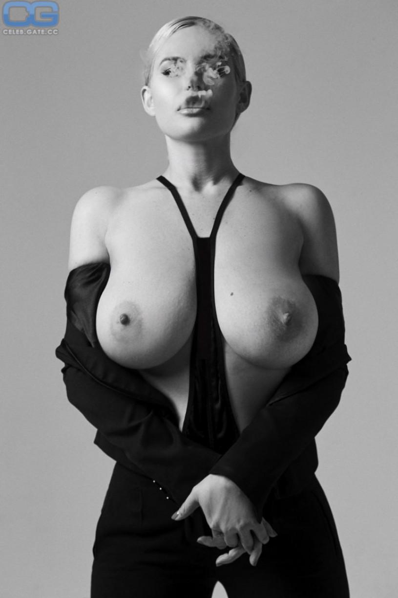 gong-li-naked-topples
