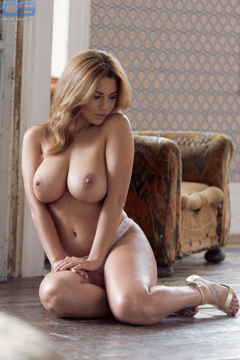 Naked holly pics