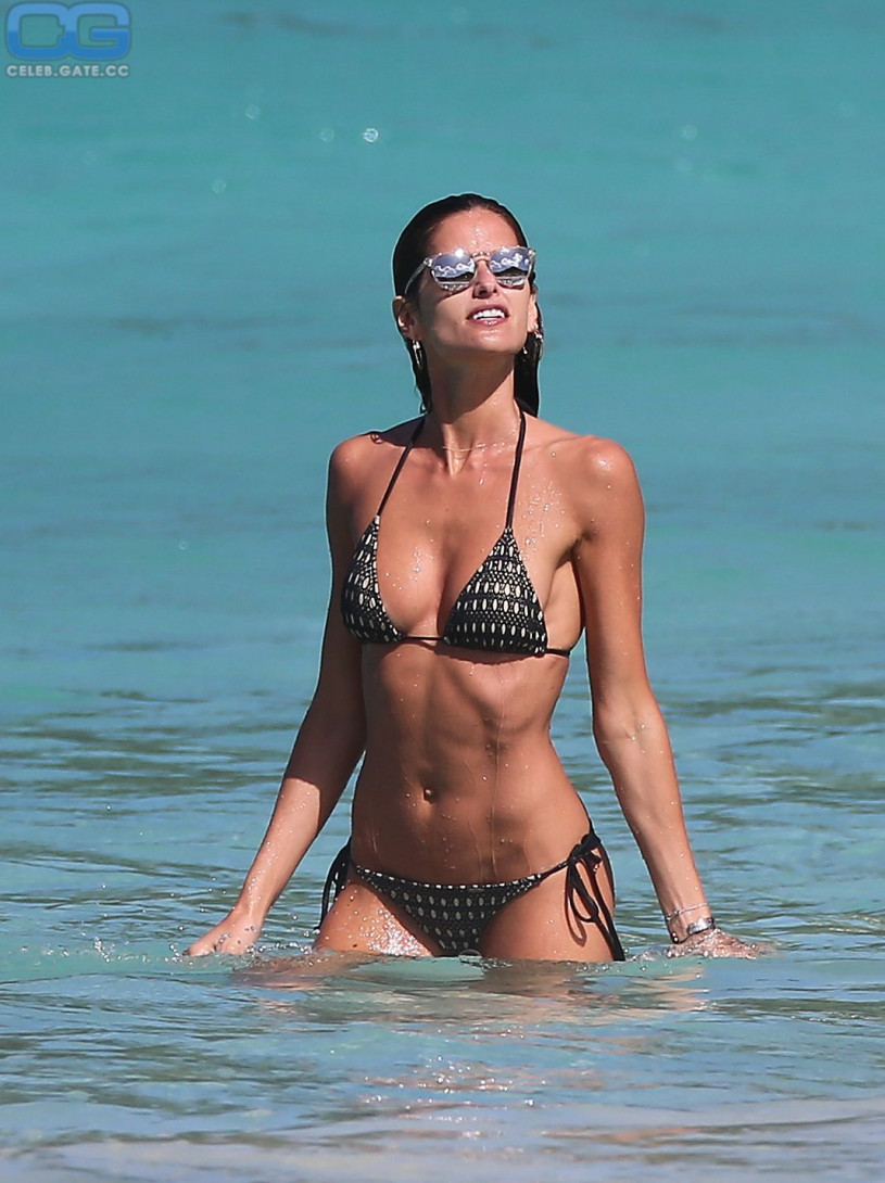 Izabel Goulart body