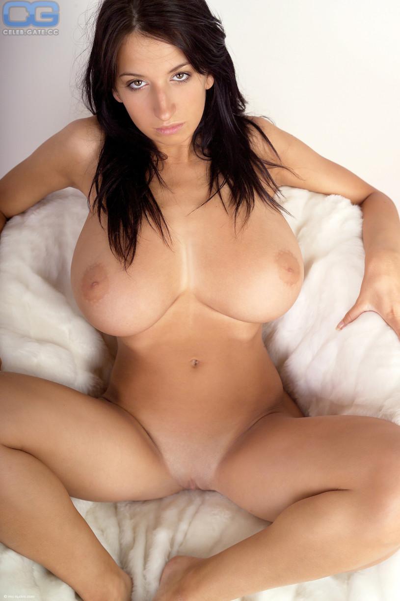 Super hot nude brunettes
