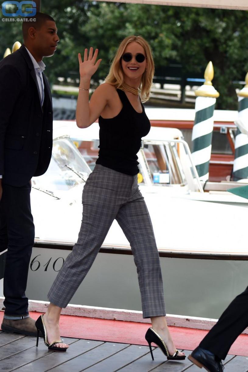 Jennifer Lawrence high heels