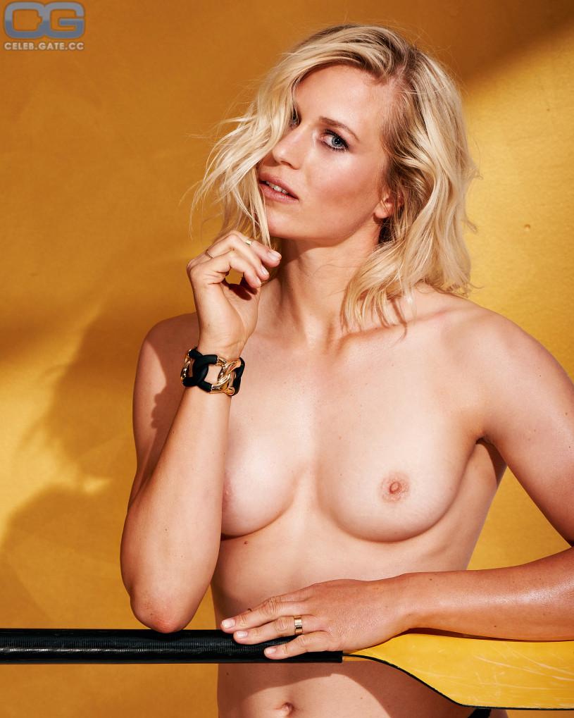 Naked julia photos liers