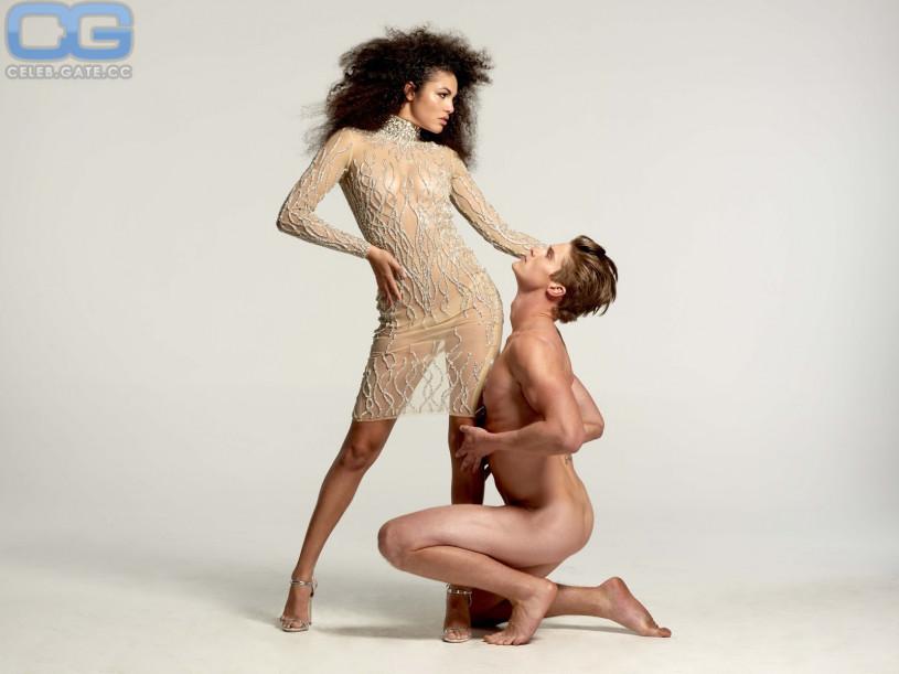 Cleavage Topless Julianna McCarthy  nude (75 foto), YouTube, cleavage