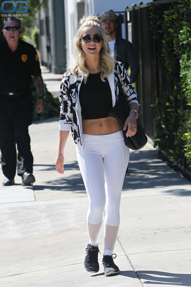 Julianne Hough cameltoe