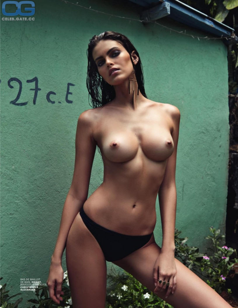 Erika eleniak naked ass
