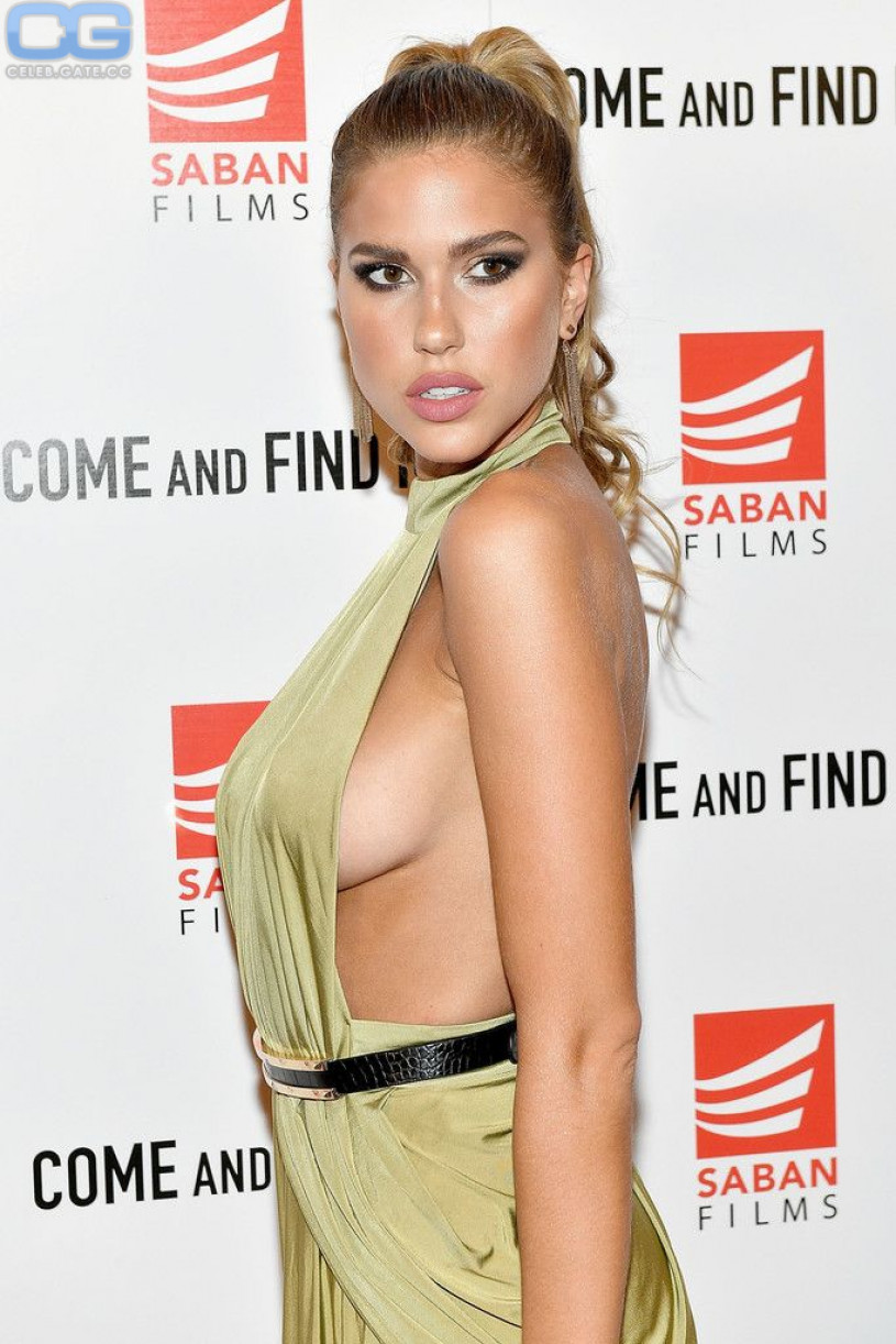 Sara gilbert tits