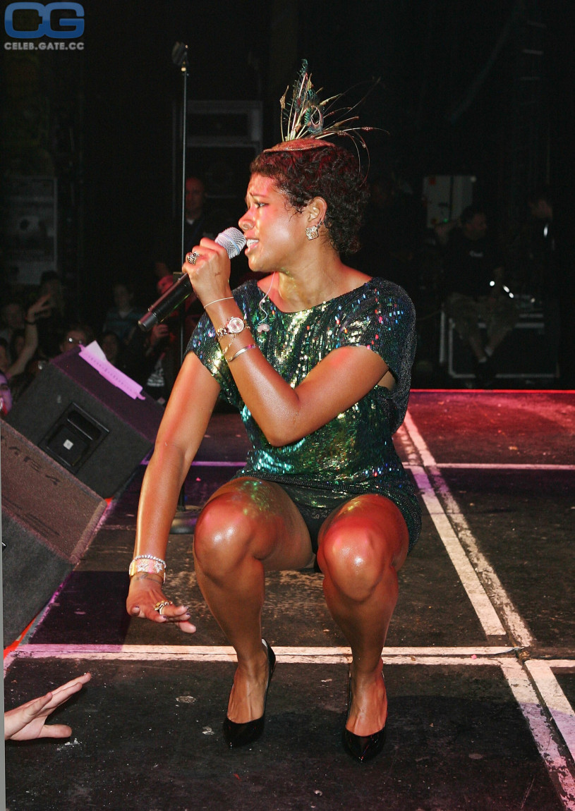 Akshya kumar naked with penis and hot girls