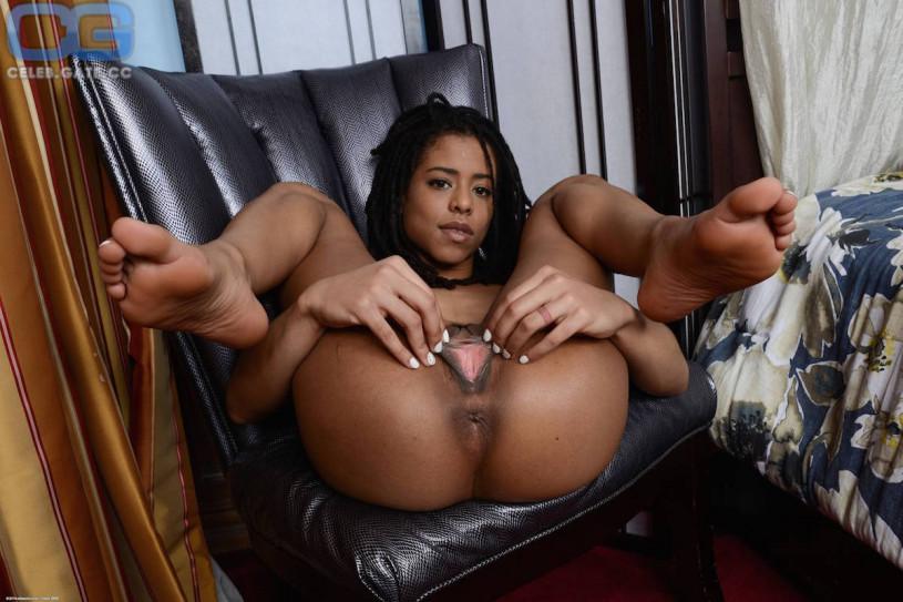 nude Kira noir