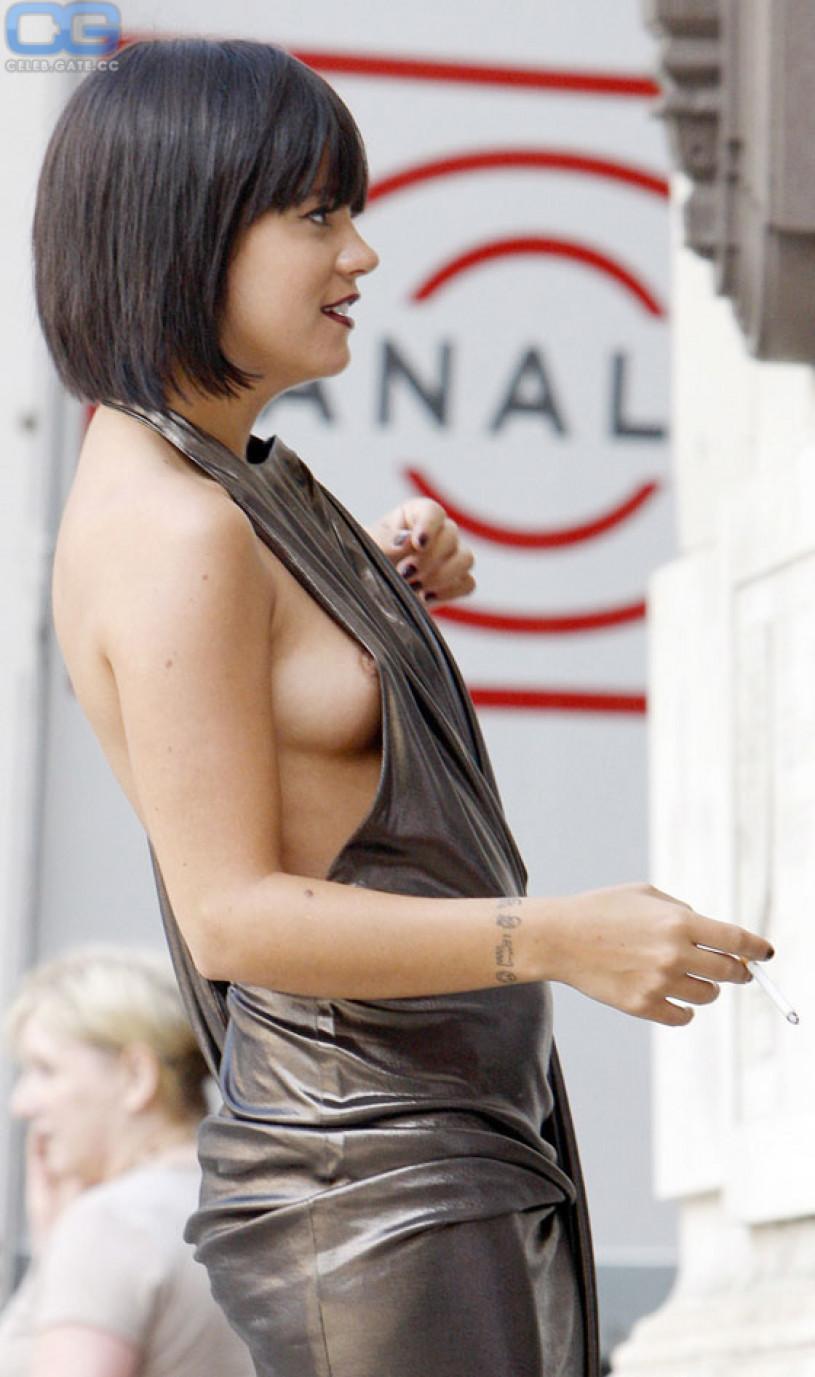 Full nude car sex